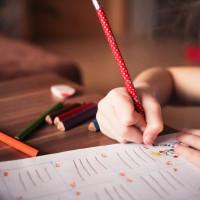 Viele Kinder sind momentan in der Bildung und auch unter sozialen Aspekten abgehängt.