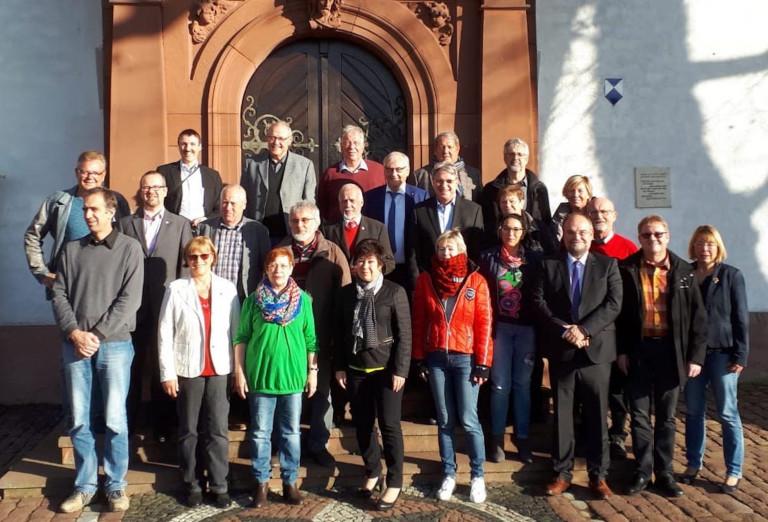 Gruppenbild vor der Wallfahrtskirche am Kloster Engelberg mit den Teilnehmern des SPD-Dreiländertreffens. Foto: SPD
